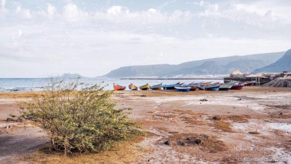 barcas pescadores bahia das gatas sao vicente