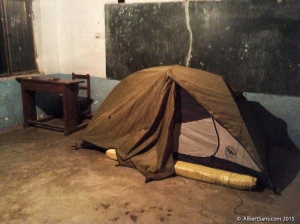 escuelita acampado