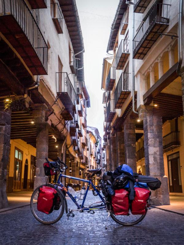 Calles morella bicicleta