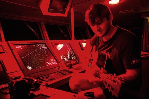 puente de mando, guitarra, capitan