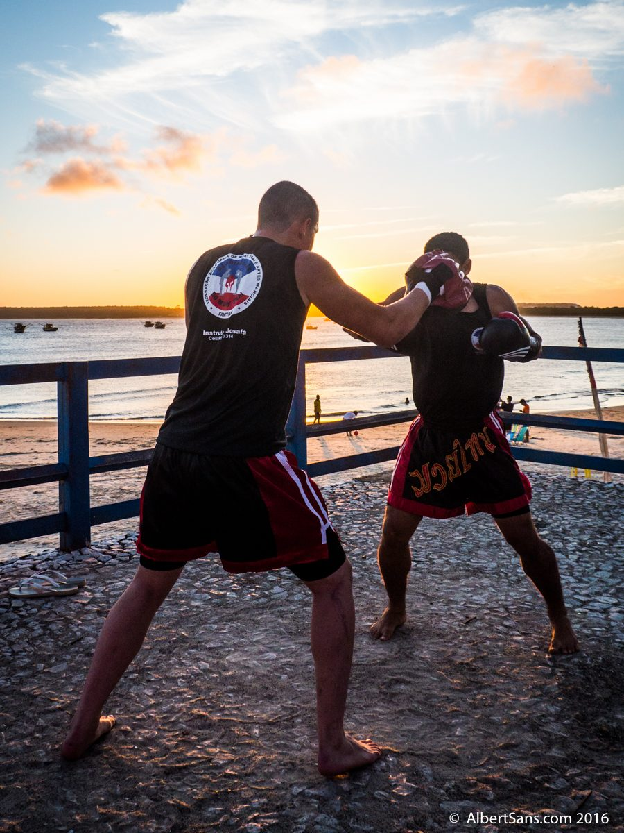 boxeo playa atardecer